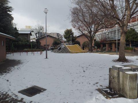 雪の三条公園