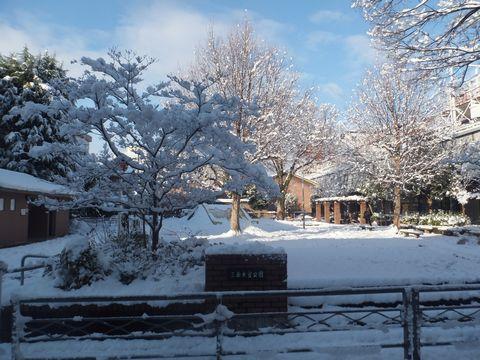 三条会商店街 雪の三条公園
