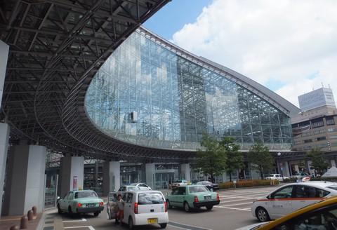 金沢駅構内、在来線から新幹線への乗り換え改札口