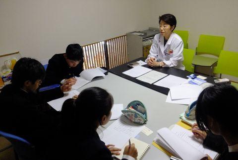 チカタ薬局に岡山から中学生が来訪