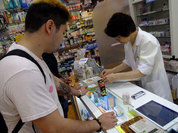 外国人に薬を販売